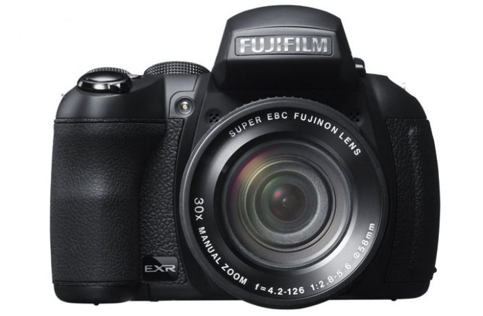 Fujifilm Finepix HS30EXR recensione