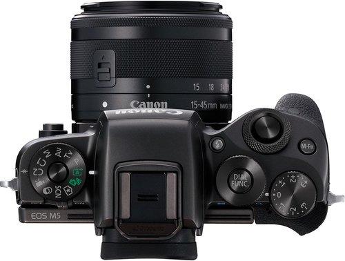 Canon EOS M5 sopra