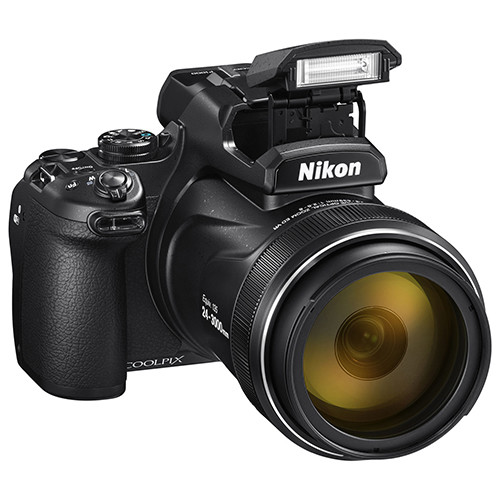Nikon Coolpix P1000 flash
